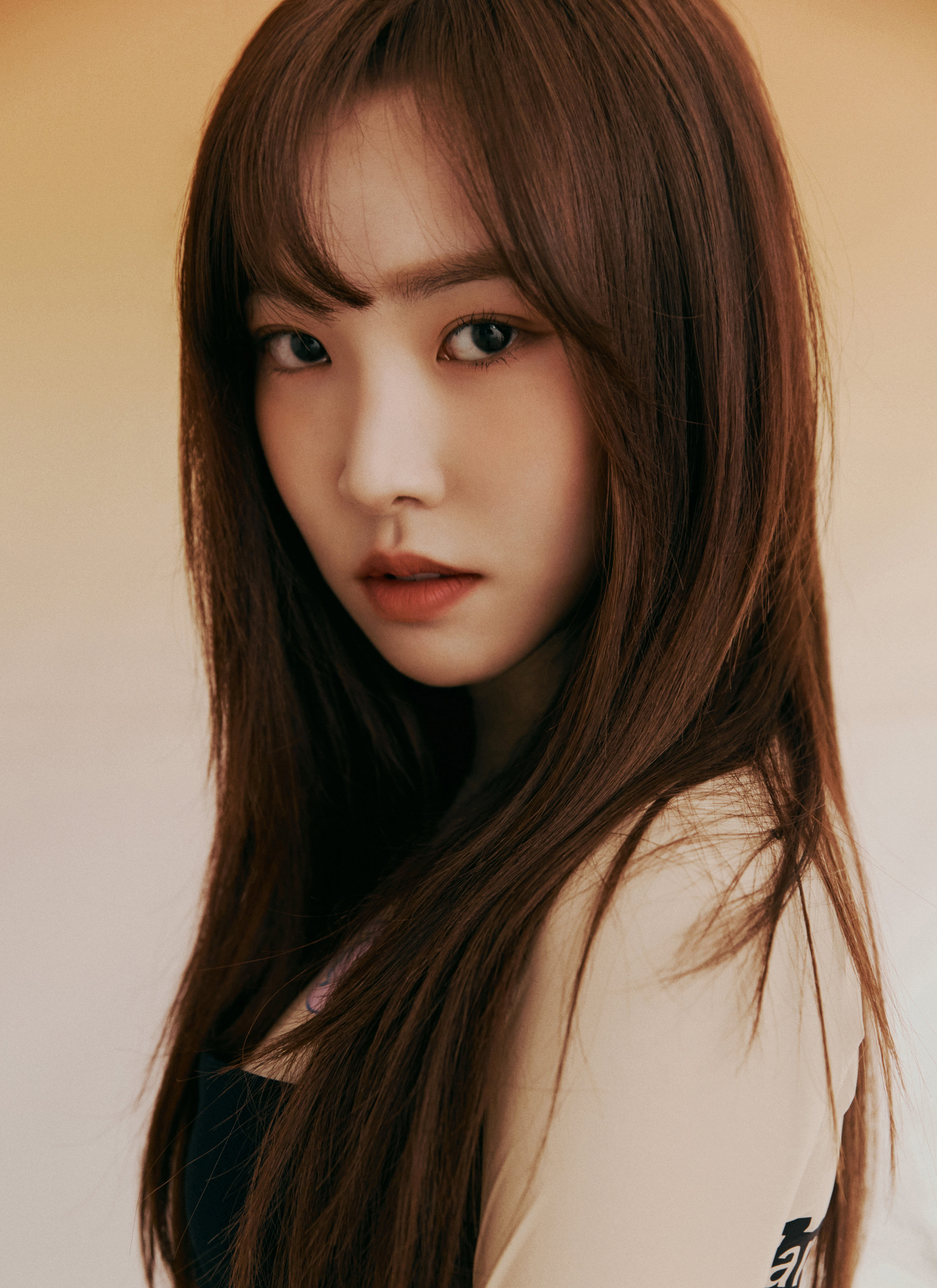 GFRIENDs Yuju Comforts Insecure Fan With Absolute Wit and