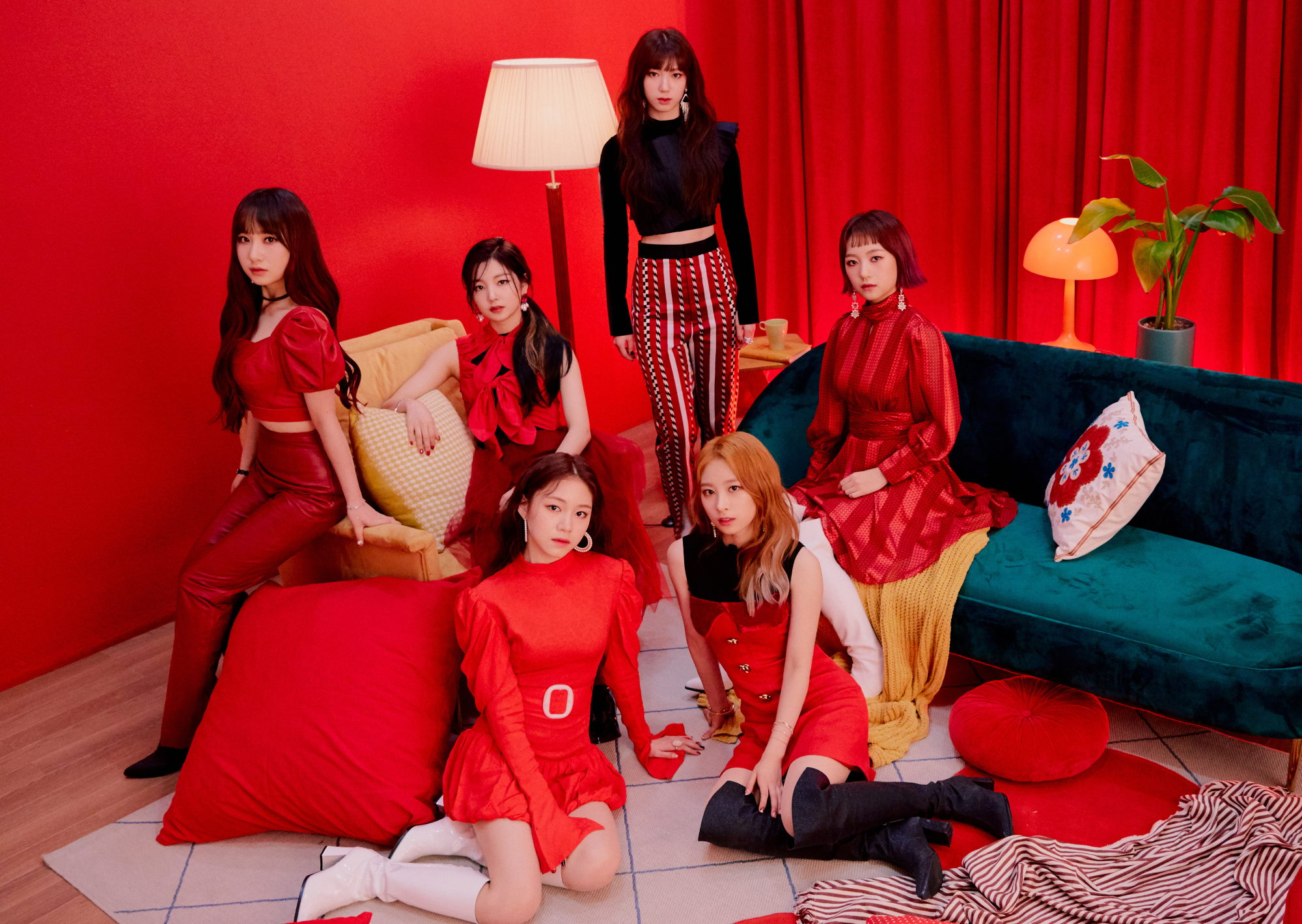 Rocket Punch members Red Punch