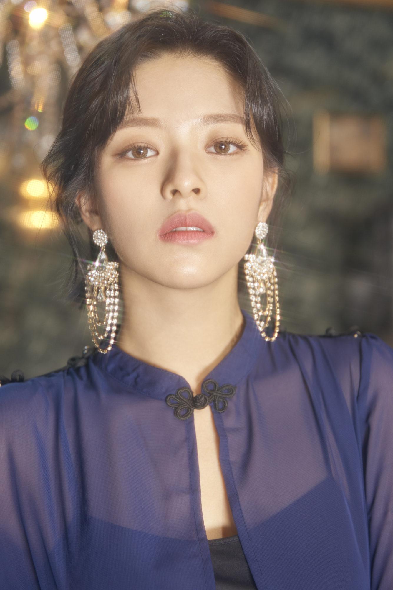 Twice Jeongyeon Feel Special Concept Gold Elegant