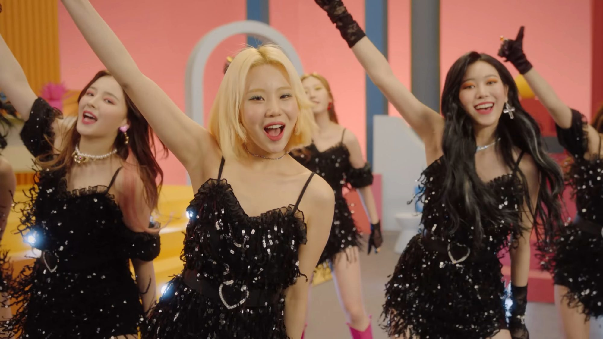 Momoland Jooe Thumbs Up