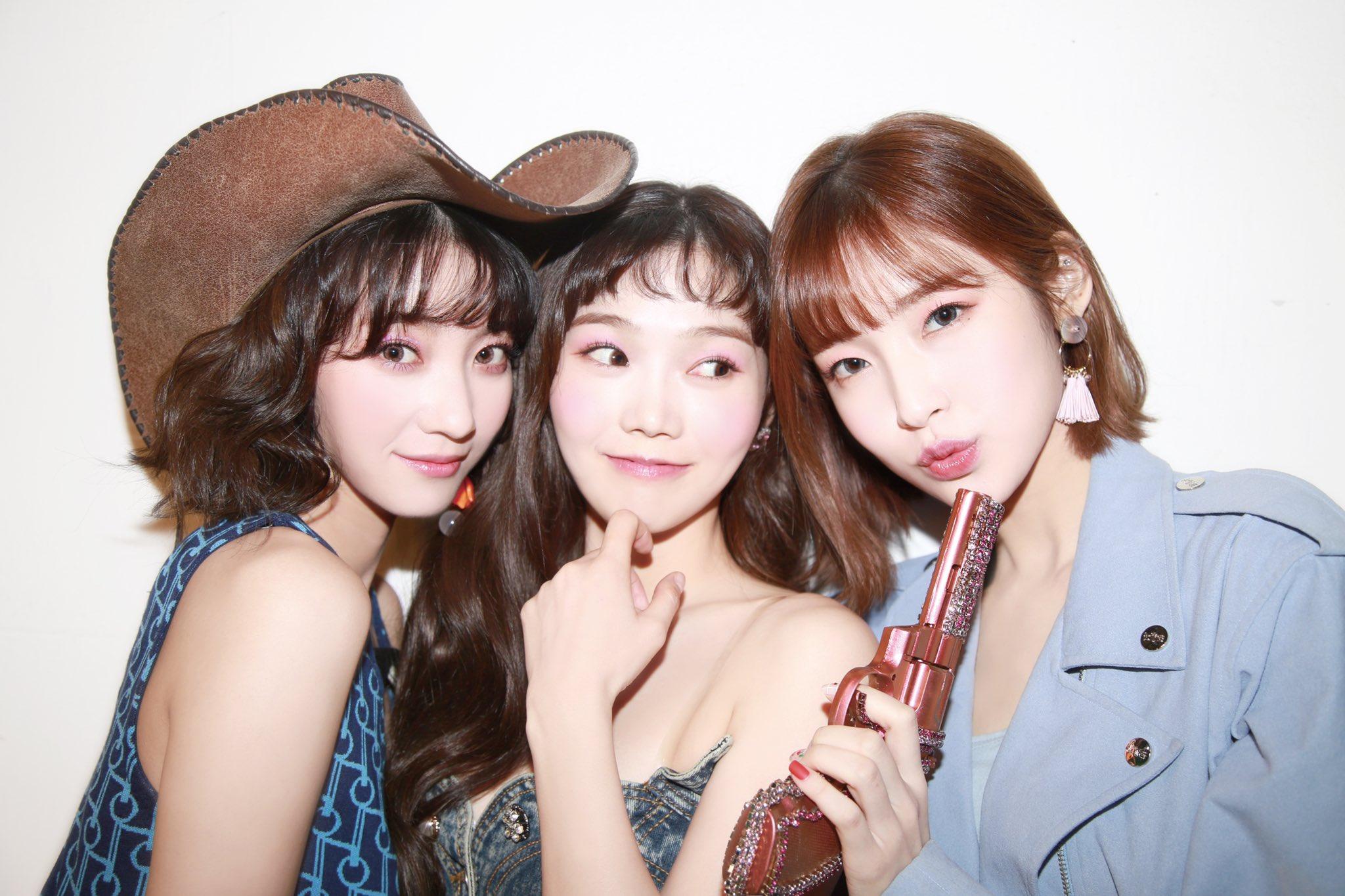 Oh My Girl car crash: Binnie, Mimi, YooA and Seunghee in